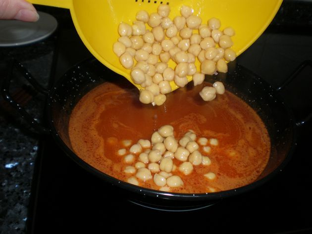 salsa de tomate con garbanzos
