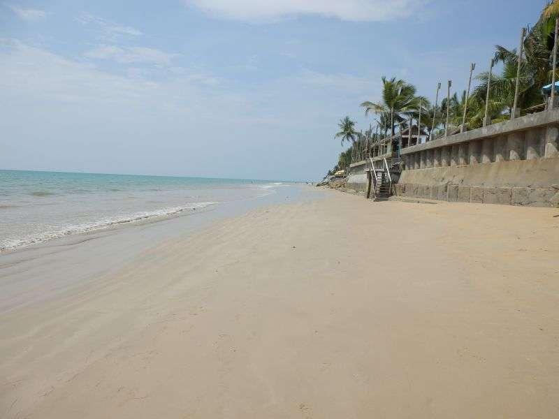 ...aber der Strand ist klasse..schöner weicher Sand...und tolles Wasser.....